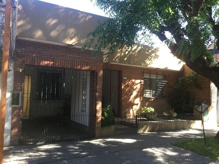 Foto Casa en Venta en  Quilmes,  Quilmes  La Rioja 276