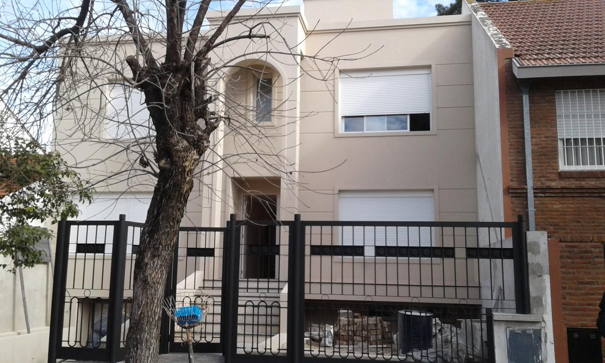 Foto Casa en Venta en  Mart.-Vias/Libert.,  Martinez  Ricardo Gutierrez al 2300