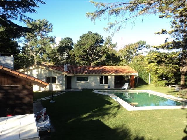 Foto Casa en Venta en  Playa Mansa,  Punta del Este  Espectacular con amplio parque en Playa Mansa