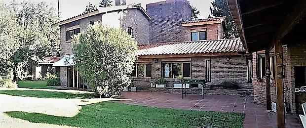 Foto Casa en Venta |  en  Las Lomas-Horqueta,  Las Lomas de San Isidro  GARDEL, Carlos 300