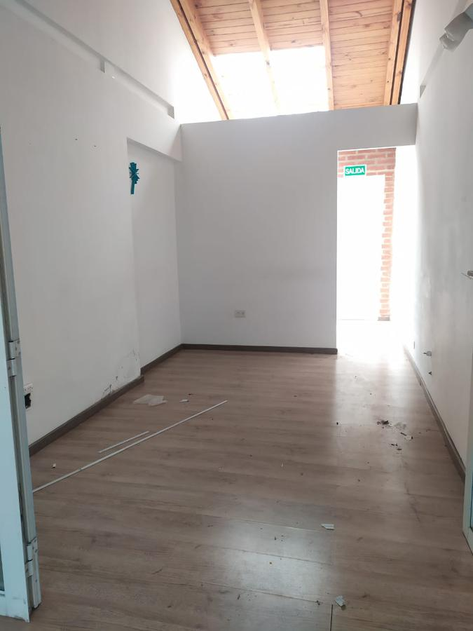 Foto Local en Venta | Alquiler en  Capital ,  Neuquen  Villegas al 800