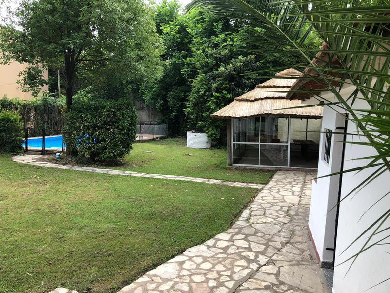 Foto Casa en Venta | Alquiler temporario en  Barrio Parque Leloir,  Ituzaingo  de la Zamba al 1500