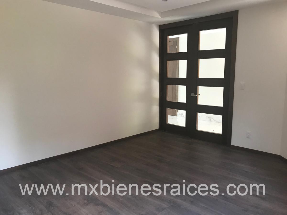 Foto Casa en Venta en  Lomas de Tecamachalco,  Naucalpan de Juárez  Tecamachalco Casa para estrenar