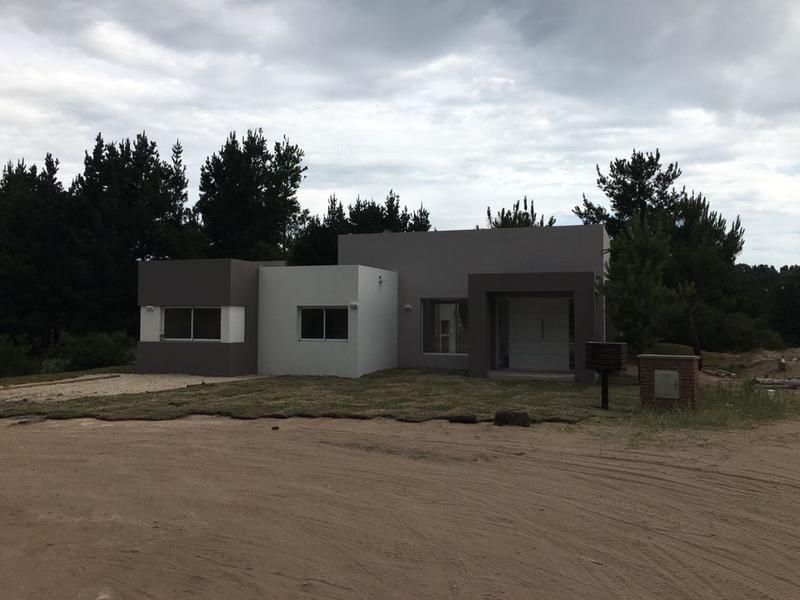 Foto Casa en Venta | Alquiler temporario en  Costa Esmeralda,  Punta Medanos  Costa Esmeralda - Ecuestre al 100