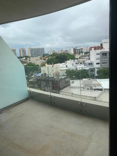 Foto Departamento en Alquiler en  Pocitos Nuevo ,  Montevideo  MONOAMBIENTE CON GRAN BALCÓN AL FRENTE