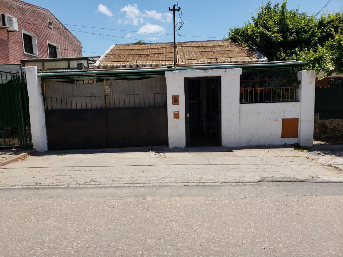 Foto Casa en Venta en  Ludueña,  Rosario  PJE. CARLES al 400