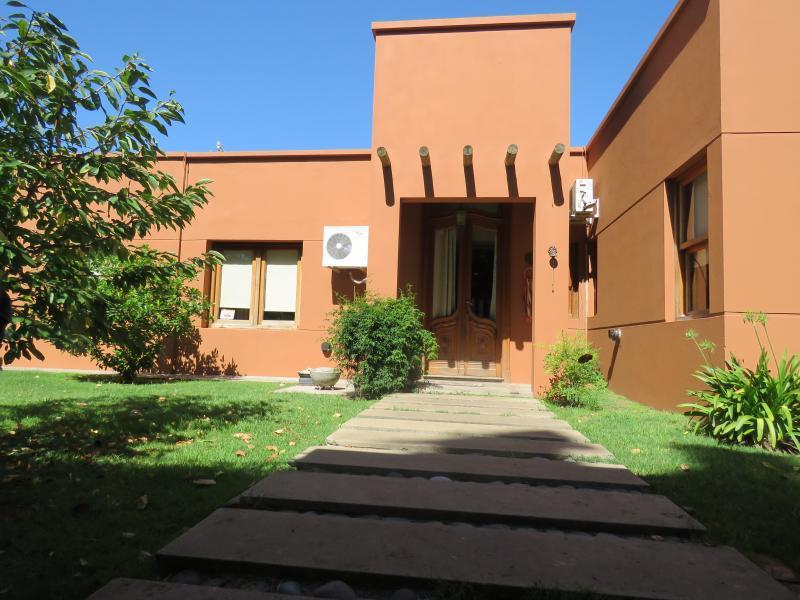 Foto Casa en Venta en  Joaquin Gorina,  La Plata  490bis entre 133 y 134
