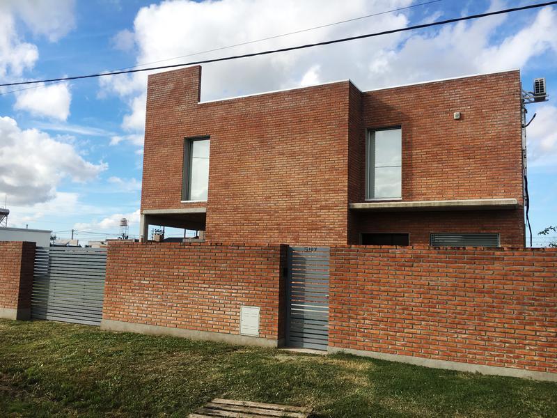 Foto Casa en Venta en  Funes ,  Santa Fe  Cochet al 500 - Funes CIty