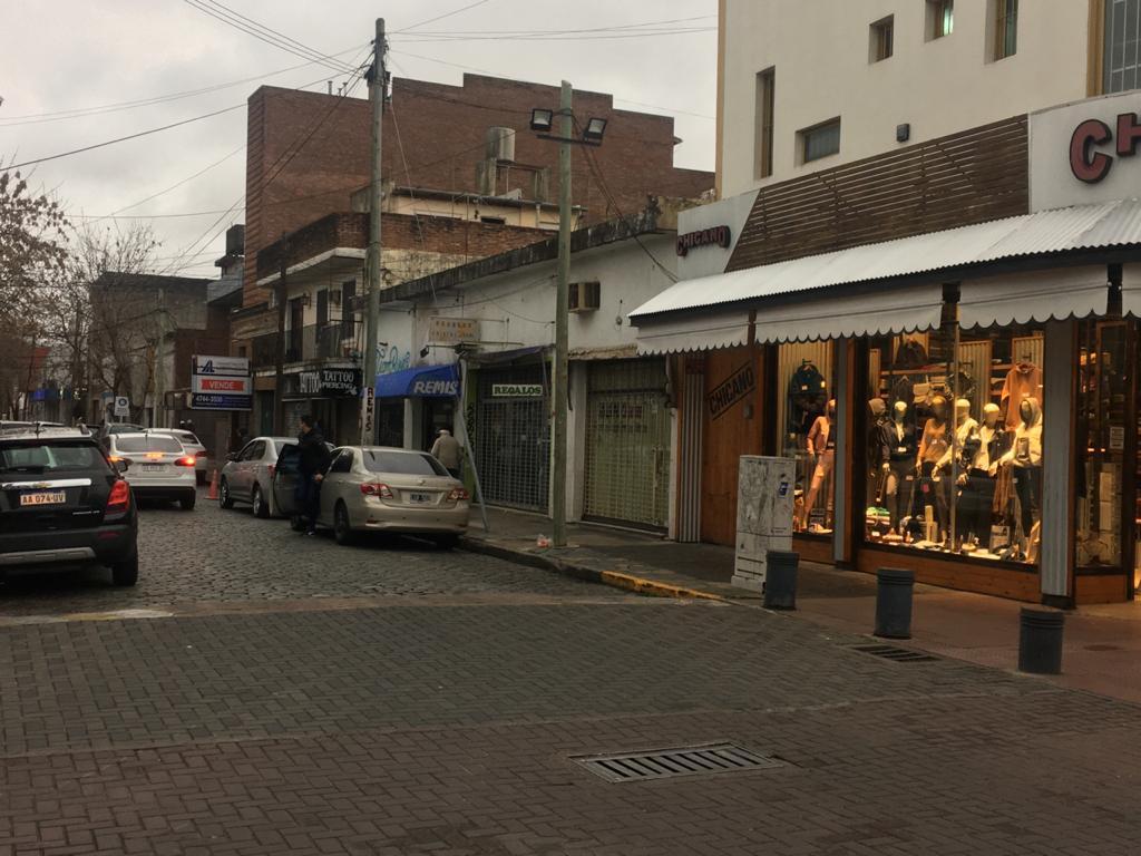 Foto Local en Venta en  S.Fer.-Vias/Centro,  San Fernando  Junin al 1200