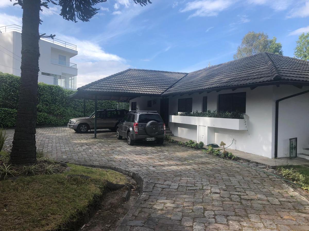Foto Casa en Venta | Alquiler en  Norte de Quito,  Quito  HERMOSA CASA EN CAMPO ALEGRE SP.