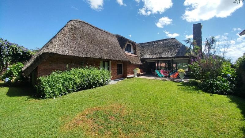 Foto Casa en Venta en  Playa Mansa,  Punta del Este  Pinares excelente cabaña en Venta.