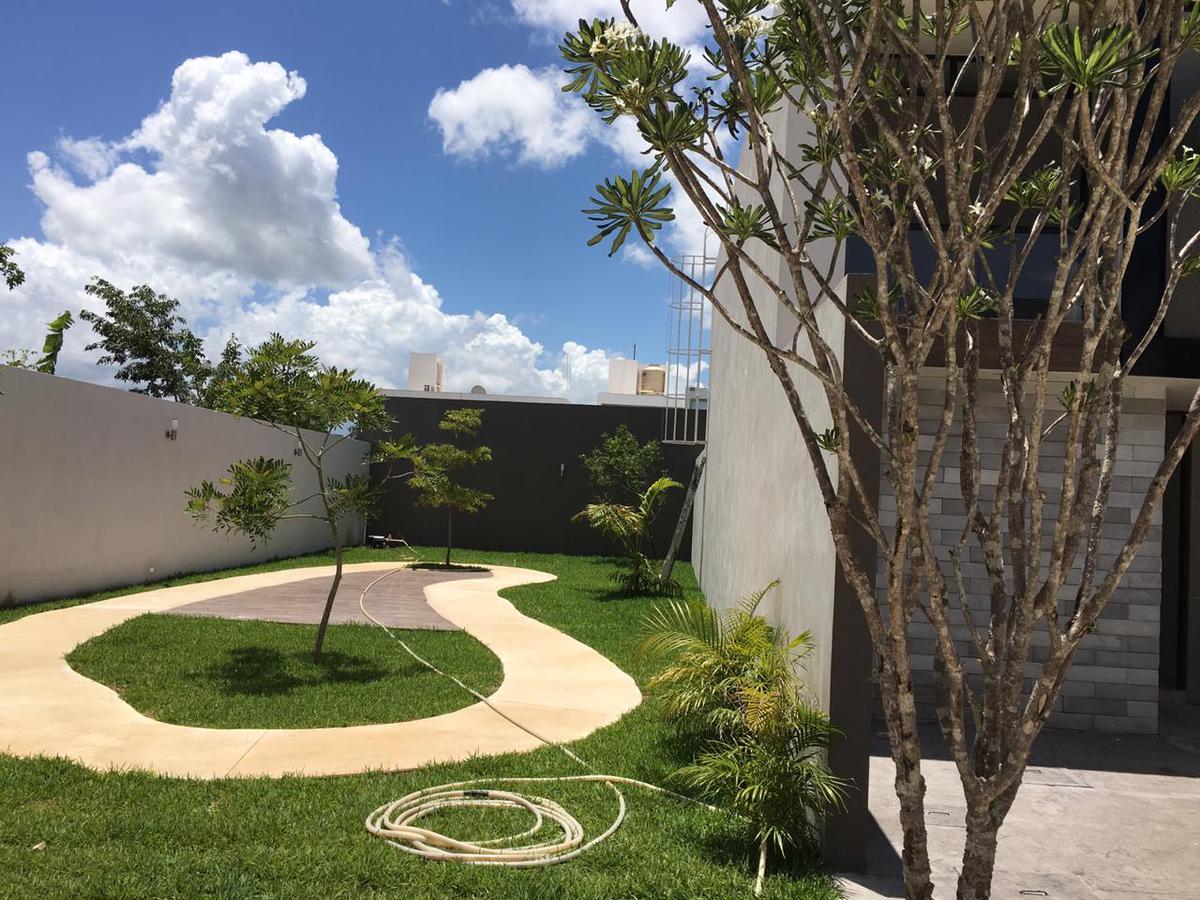 Foto Casa en Venta en  Santa Gertrudis Copo,  Mérida   Vendo bello Townhouse  en privada  al norte de Mérida