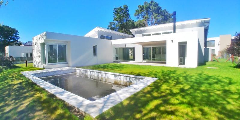 Foto Casa en Venta en  Rumenco,  Mar Del Plata  Jorge Newbwry al 5000