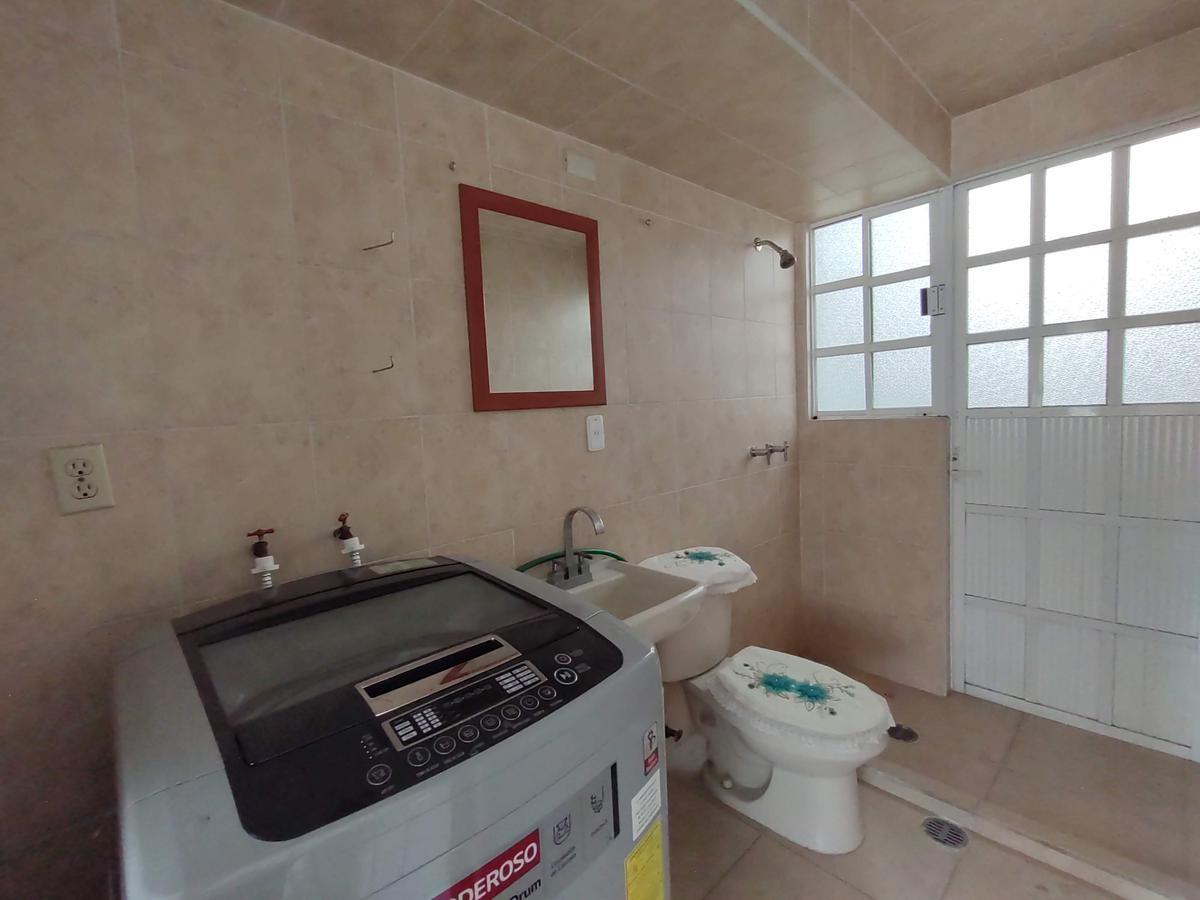 Foto Casa en condominio en Venta en  Los Sauces V,  Los Sauces I  Casa Ampliada  en Venta Sauces V Toluca, en Privada,  Cerca Aeropuerto