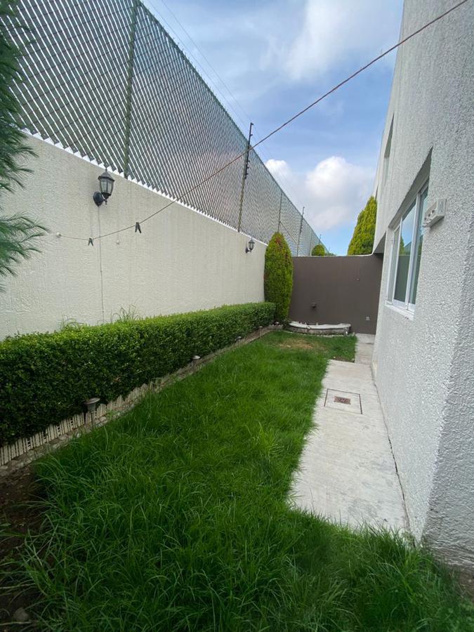 Foto Casa en condominio en Venta en  San Salvador Tizatlalli,  Metepec  Casa en Quinta las Azaleas, Metepec