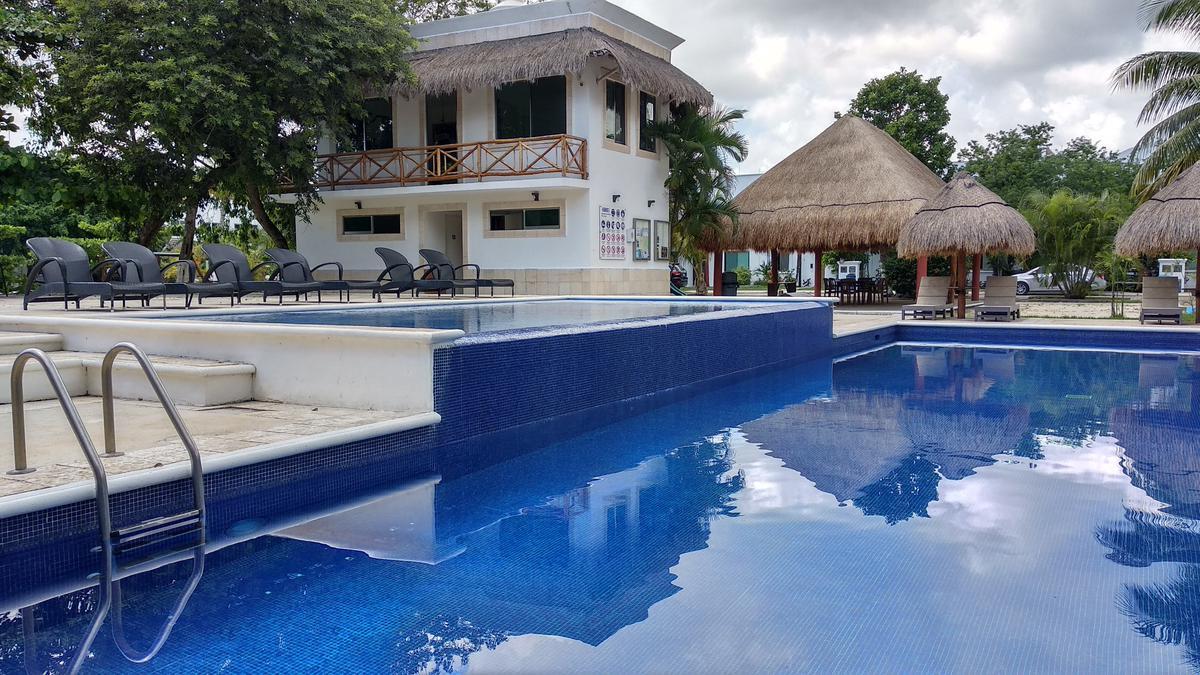 Foto Casa en Venta en  Privanza del Mar,  Solidaridad  CASA DE 3 REC A 5 MINUTOS DE LA PLAYA CON ALBERCA Y SEGURIDAD
