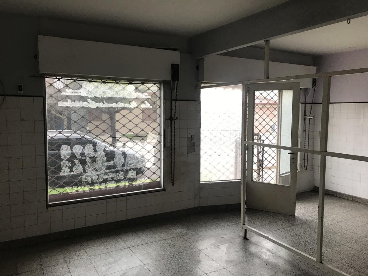 Foto Local en Alquiler en  Castelar,  Moron  Rodriguez Peña al 2100