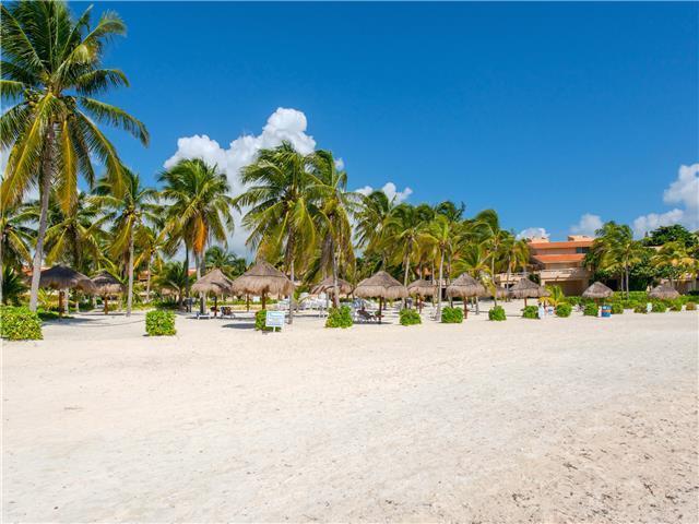 Foto Departamento en Renta temporal en  Puerto Aventuras,  Solidaridad  Condominio con Playa 3 Rec. en renta vacacional