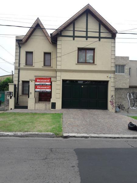 Foto Casa en Venta en  Lomas de Zamora Oeste,  Lomas De Zamora  PEREYRA LUCENA 1245  e. Tucuman y Baliña