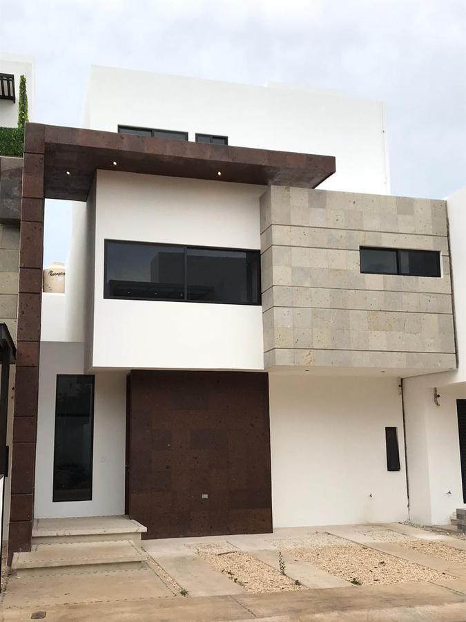 Foto Casa en Venta en  Arbolada,  Cancún  CASA EN VENTA EN CANCUN EN AVENIDA HUAYACÁN EN RESIDENCIAL ARBOLADA BY CUMBRES