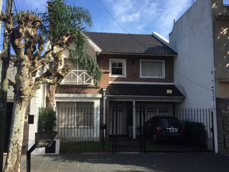 Foto Casa en Venta | Alquiler en  Lanús Oeste,  Lanús  Cavour al 3200