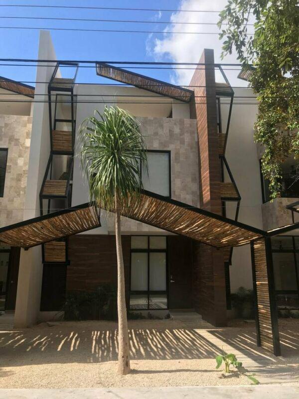 Foto Casa en Renta en  Montes de Ame,  Mérida  Hermoso Town House en Montes de Amé con piscina con 2 hab y 2.5 baños.