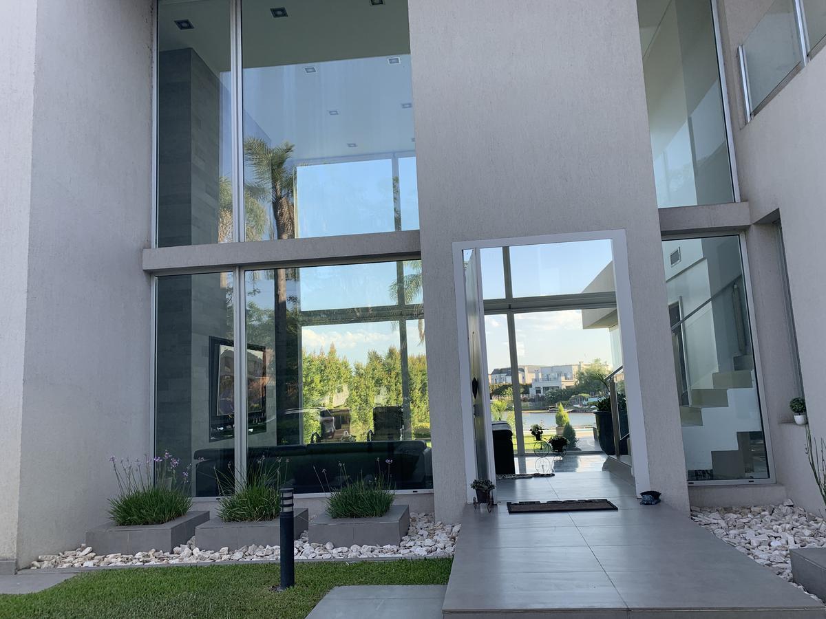 Foto Casa en Alquiler en  Los Lagos,  Nordelta  Los Lagos Nordelta, Casa de 4 dormitorios en suite, amueblada
