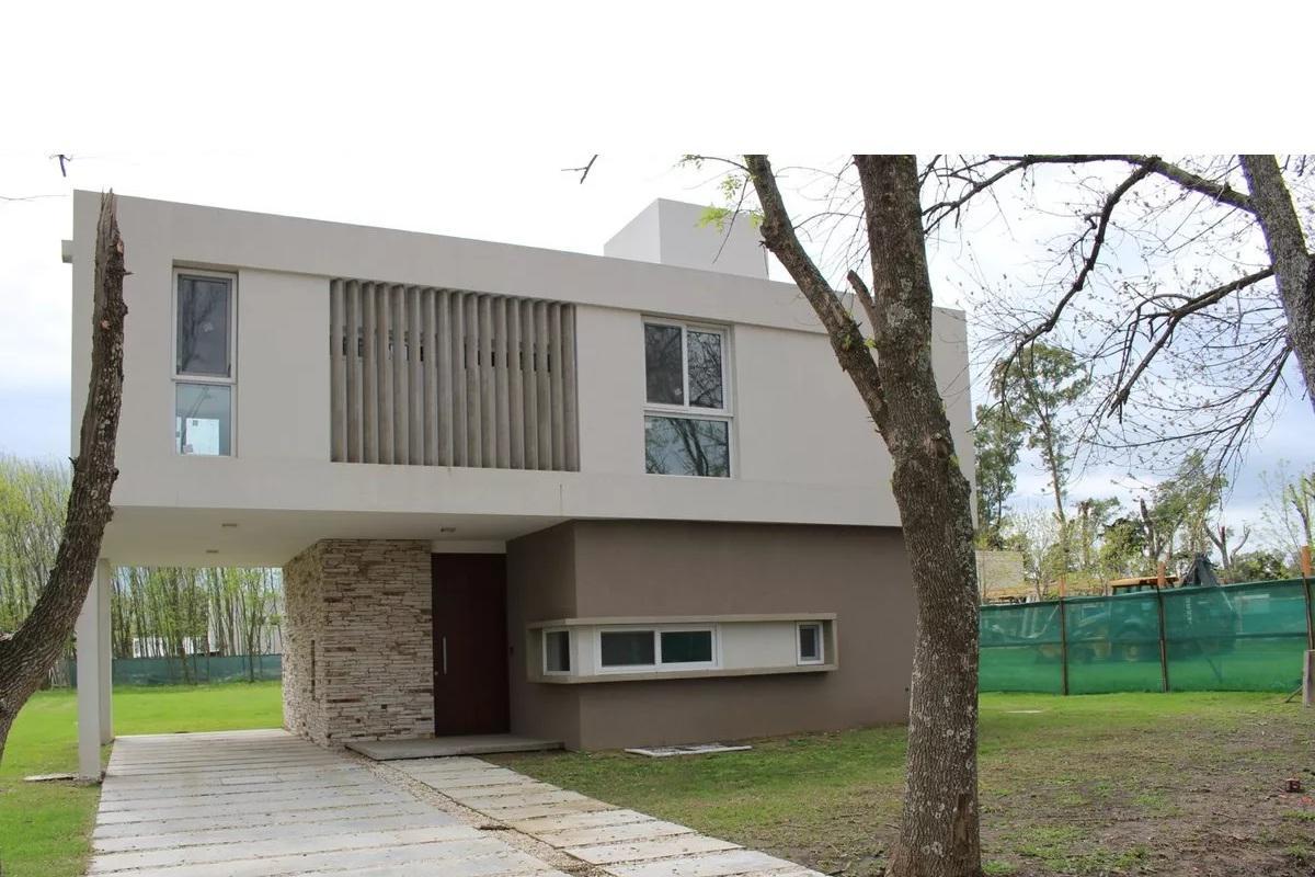 Foto Casa en Venta en  Grand Bell,  Countries/B.Cerrado (La Plata)  Grand Bell
