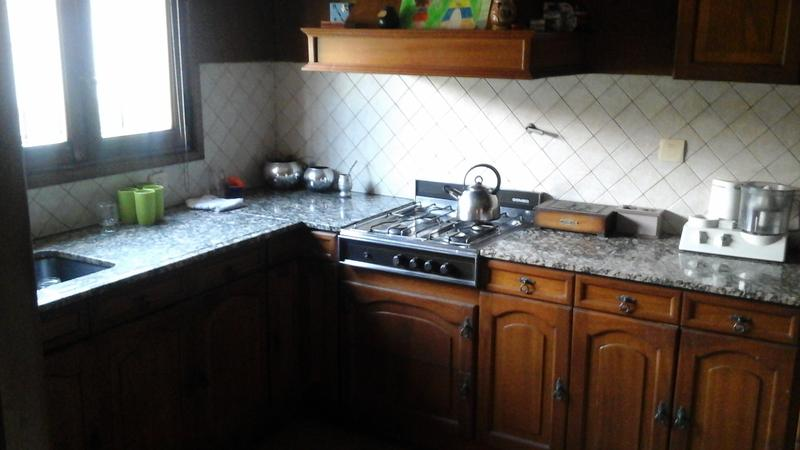 Foto Casa en Venta en  Adrogue,  Almirante Brown  Segui al 200