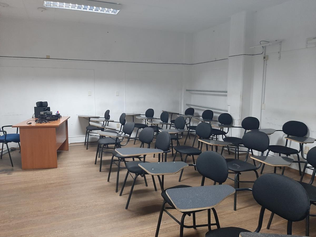 Foto Oficina en Alquiler en  Centro (Montevideo),  Montevideo  Oficina - 18 de Julio y Julio Herrera y Obes