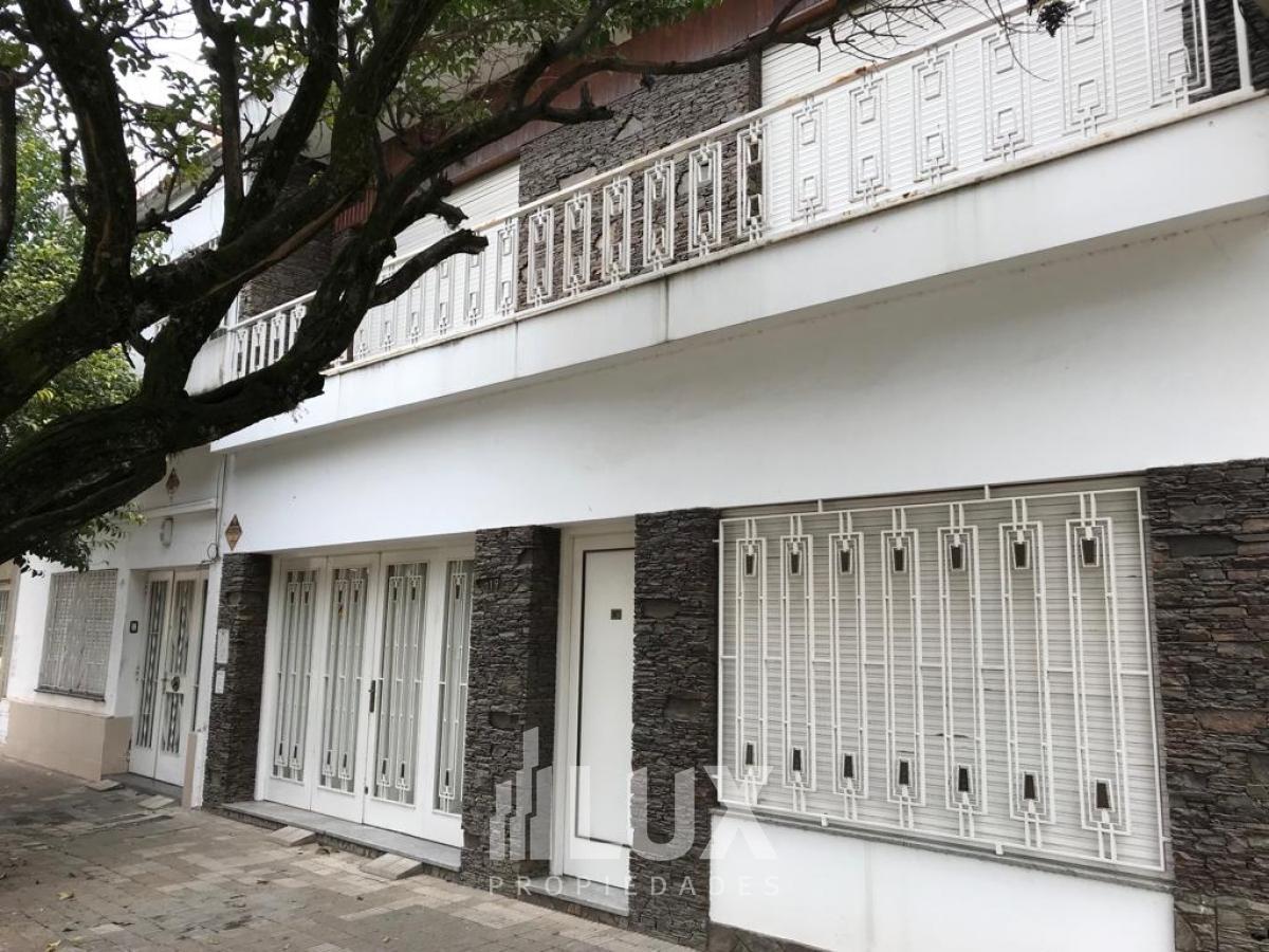 Casa Laprida al 4000 - 4 dorm - ideal uso comercial - Barrio Las Heras