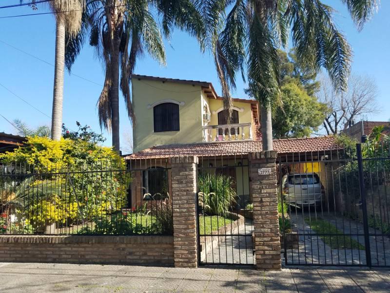 Foto Casa en Venta en  Granadero Baigorria,  Rosario  Los Naranjos al 2700