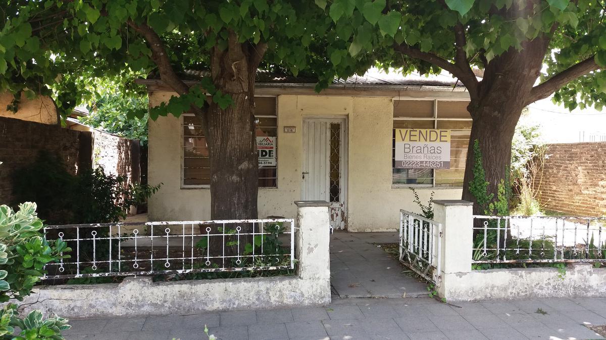 Foto Casa en Venta en  Coronel Brandsen,  Coronel Brandsen  Azcuenaga entre Beruti y Pueyrredon