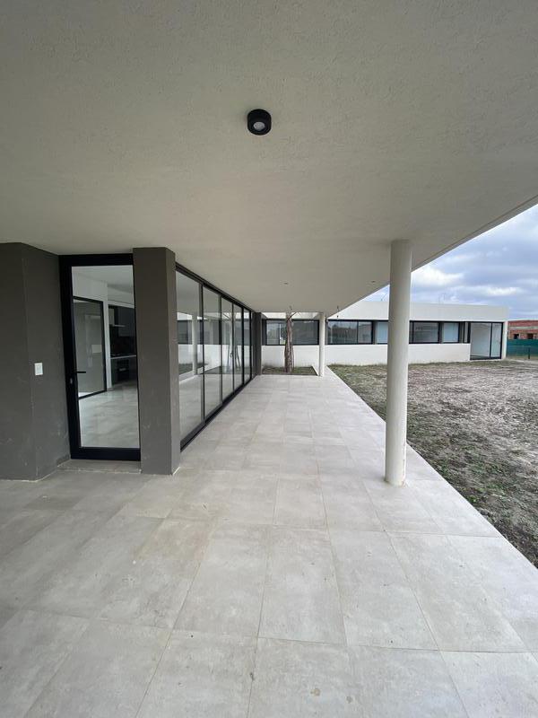 Foto Casa en Venta en  Barrio Don Joaquin,  Countries/B.Cerrado (Ezeiza)  Don Joaquin