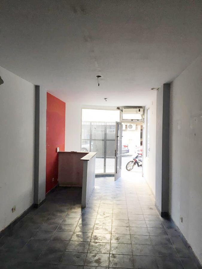 Foto Local en Alquiler en  Rosario ,  Santa Fe  Italia 1550 00-01