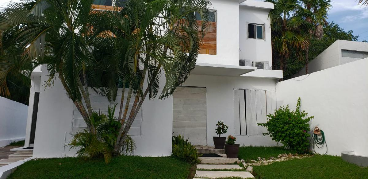 Picture House in Rent in  Ejidal,  Solidaridad  Casa grande con jardin