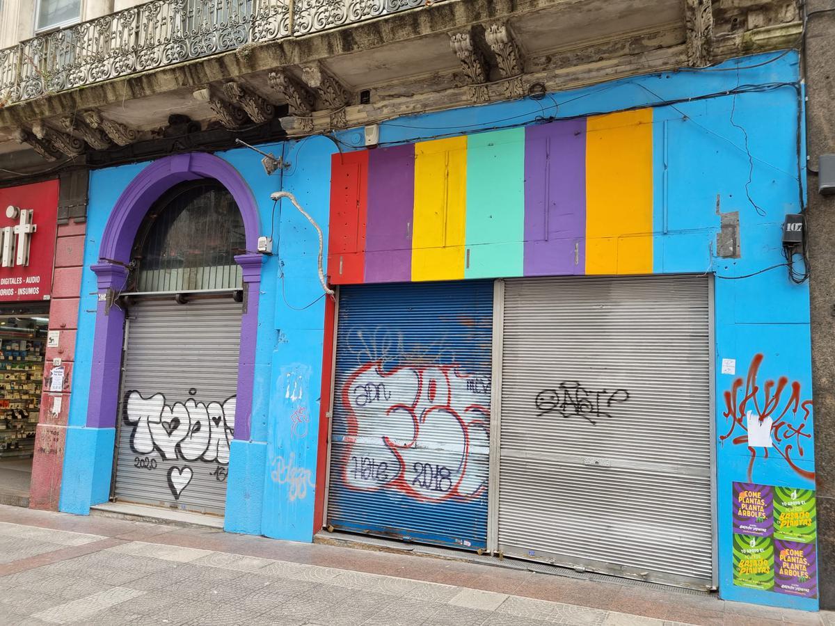 Foto Local en Alquiler en  Centro (Montevideo),  Montevideo   18 de Julio y Convención mega local de 300m2 de salón y 8,5m de frente!!!