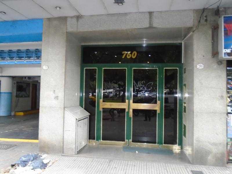 Foto Departamento en Alquiler |  en  San Telmo ,  Capital Federal  Bernardo de Irigoyen  al 700