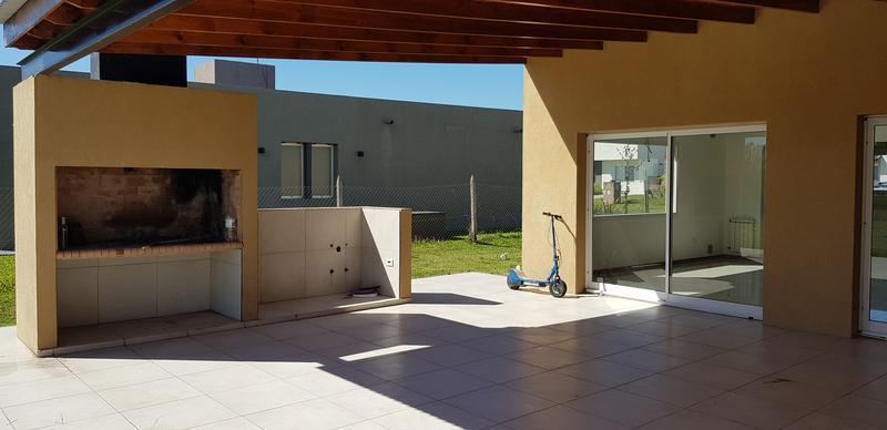 Foto Casa en Venta en  Barrio Santa Juana,  Countries/B.Cerrado (E. Echeverría)  Venta  - Casa en Santa Juana - Canning