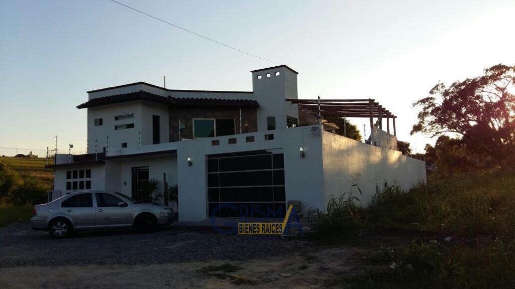 Foto Casa en Venta |  en  Jardines de Tuxpan,  Tuxpan  CASA EN VENTA EN COL. JARDINES.