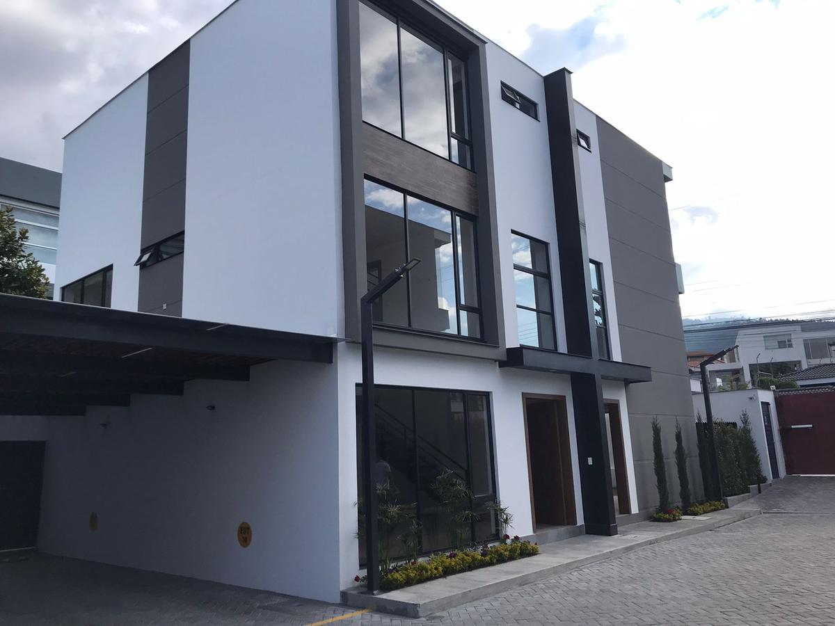 Foto Casa en Venta en  El Condado,  Quito  URBANIZACION EL CONDADO