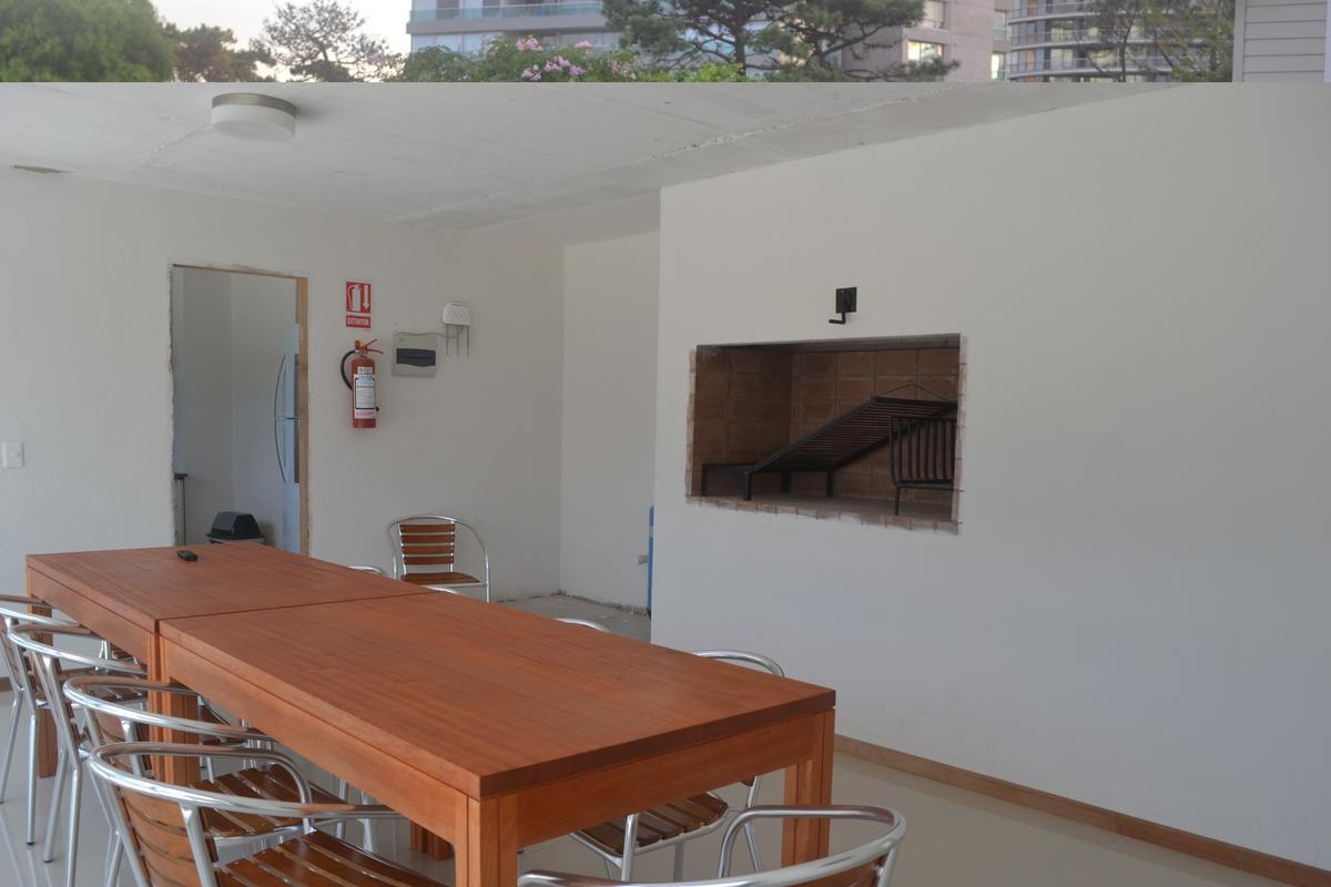 Foto Departamento en Alquiler temporario en  Punta del Este ,  Maldonado  Moderno, excelente ubicación, a metros de todo - Av. Italia Parada 4 - Punta del Este