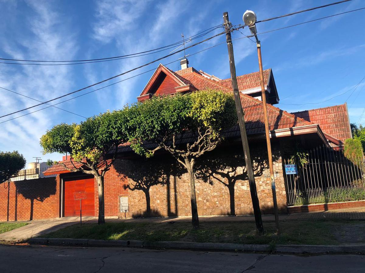 Foto Casa en Venta en  Quilmes Oeste,  Quilmes  Jujuy 2897 esquina Unamuno