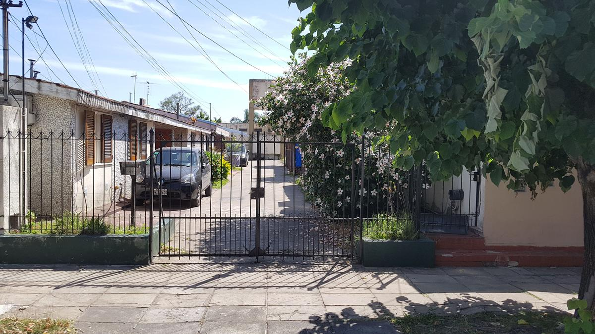 Foto PH en Venta |  en  Moron ,  G.B.A. Zona Oeste  Curapayti al 700