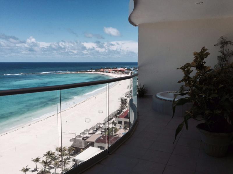 Foto Departamento en Venta en  Cancún Centro,  Cancún  Venta de Departamento Frente al Mar en Zona Hotelera de Cancun