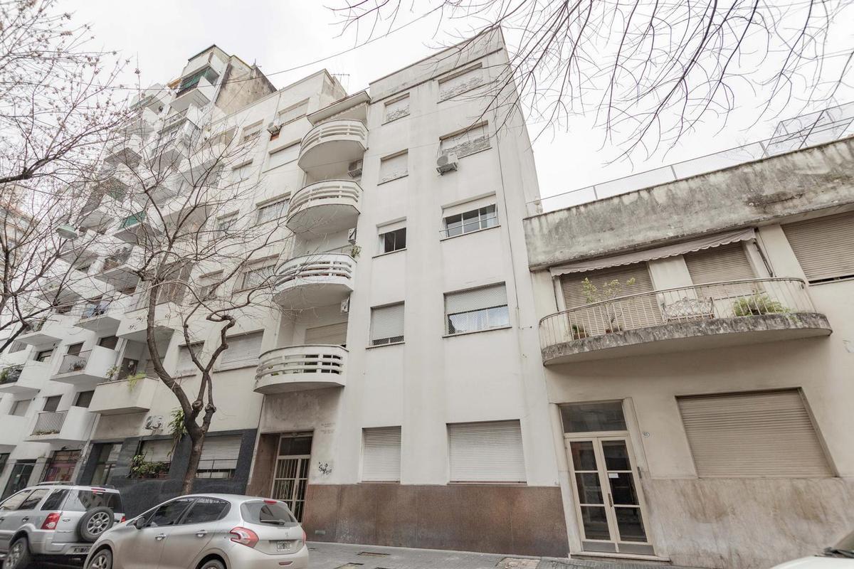 Foto Departamento en Venta en  Monserrat,  Centro  San José al 663 - 4º piso con terraza propia.