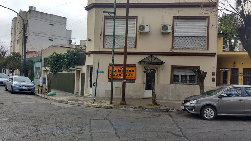 Foto PH en Venta en  Valentin Alsina,  Lanus  Paso de Burgos 600