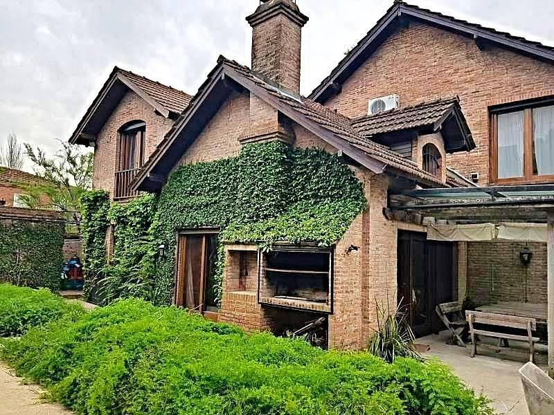 Foto Casa en Venta en  Barrio San Isidro,  San Isidro  Segurola al 600