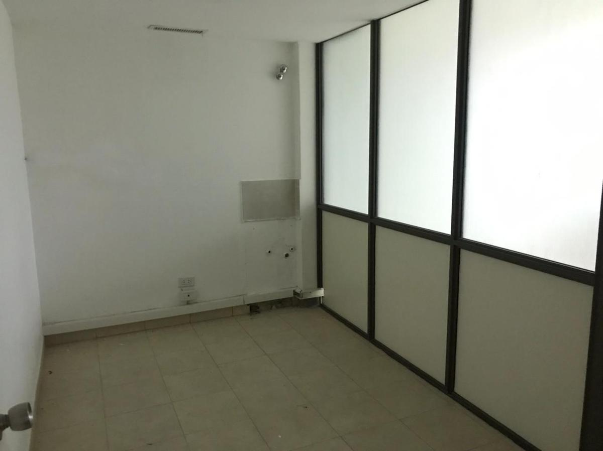 Local u oficina, amplio, dos plantas, doble ingreso - Centro