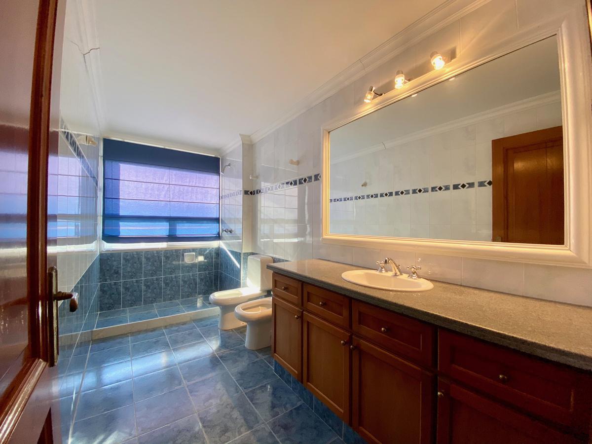 Foto Apartamento en Alquiler en  Punta Carretas ,  Montevideo  Av. Bvar. Artigas al 100